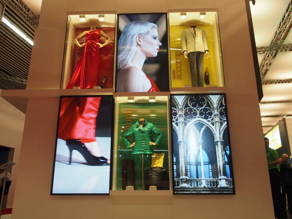 Modewelt und Digital Signage: Digital Fashion Shopping Wall von NEC auf der ISE 2014 (Foto: invidis.de)