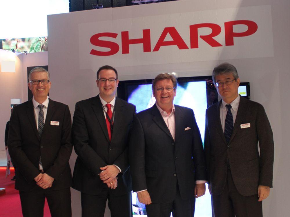 v.l.n.r. Christian Schwaiger, SHARP; Tobias Nagel, ALSO Deutschland; Arno Alberty, MEDIUM und Ken Togawa, SHARP