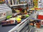 Effektive Werbung - am Einkaufswagen und an der Kasse (Foto: FAW)