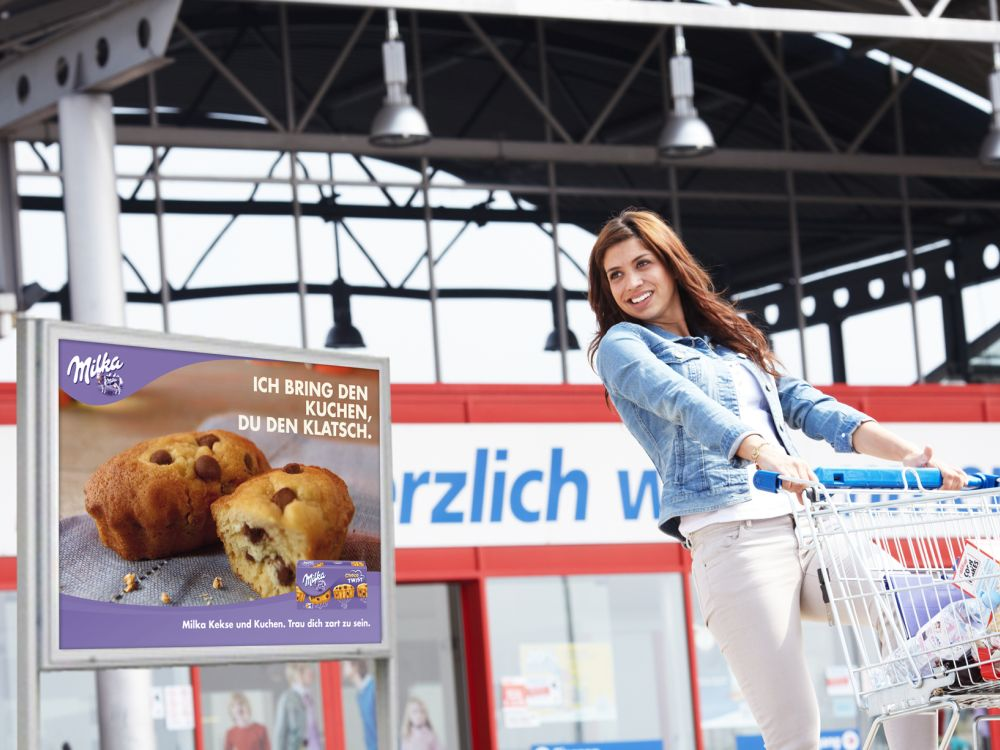 Im Einzelhandel ist die Ansprache über verschiedene Werbeträger zielführend (Foto: Fachverband Aussenwerbung)