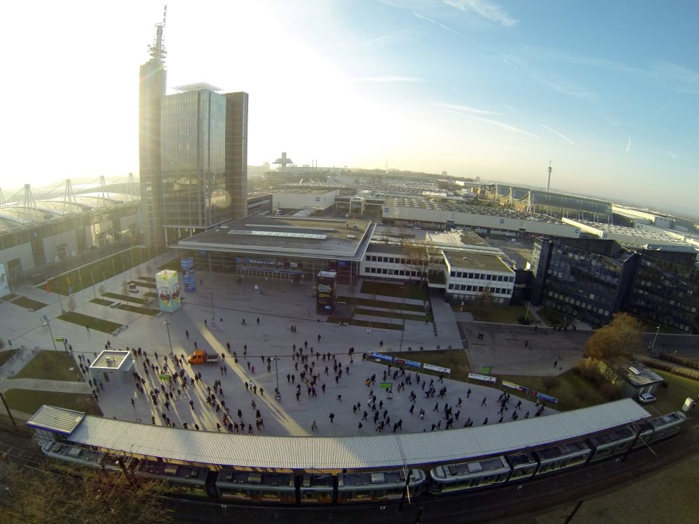 Von oben betrachtet: Besucher auf der CeBIT 2013 (Foto: Deutsche Messe AG)
