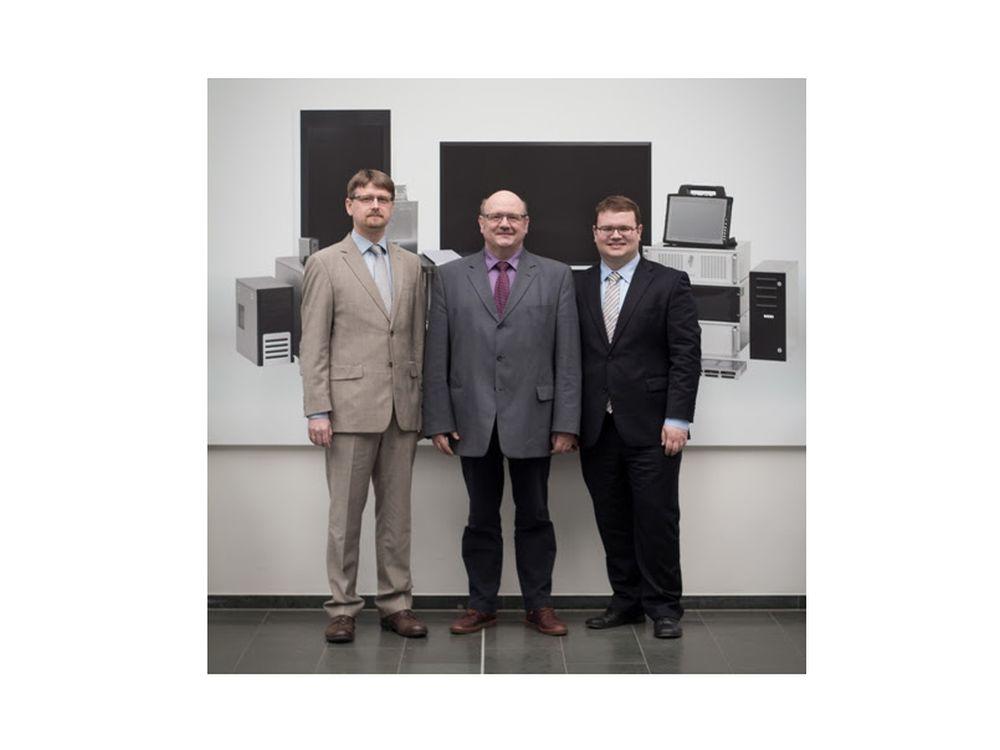 Triumvirat bei CoolCase (v.l.n.r.): Markus Köhler (Prokurist), Christian Michel (gesch. Ges.), Marvin Michel (kaufm. Gf.) (Foto: CoolCase)