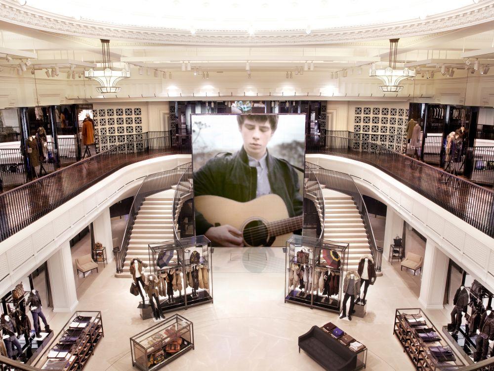 Vorbild Regent Street: der globale Flagship-Store in London im Jahr 2012 (Foto: Burberry)