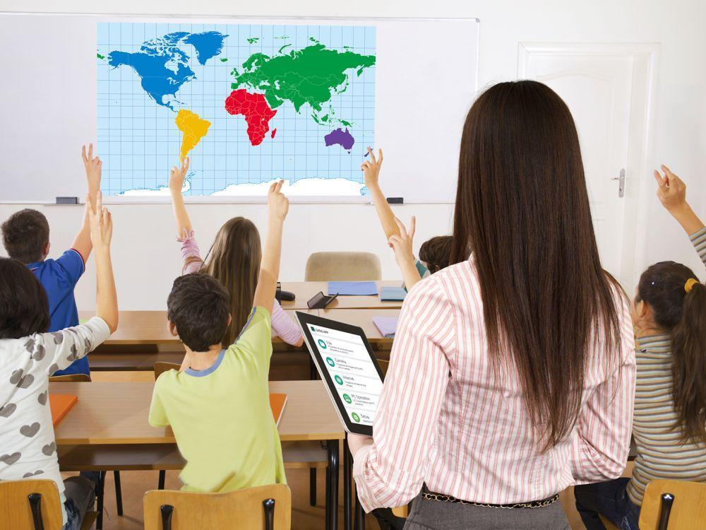 Situation im Klassenzimmer: Casios neues Modell ist via Smart Device steuerbar (Foto: Casio)