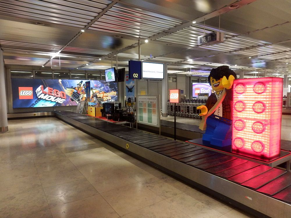 Von der Initiative Airport Media für den Januar 2014 ausgezeichnet: LEGO-Airportwerbung in Nürnberg (Foto: IAM)