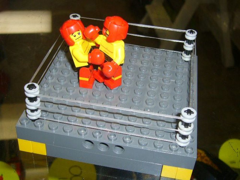 Schlagkräftige Lösung für die Lego-Spezialsiten am PoS: von einem jungen Kunden aufgebaute Ring-Szene (Foto: Bricks & Minifigs)