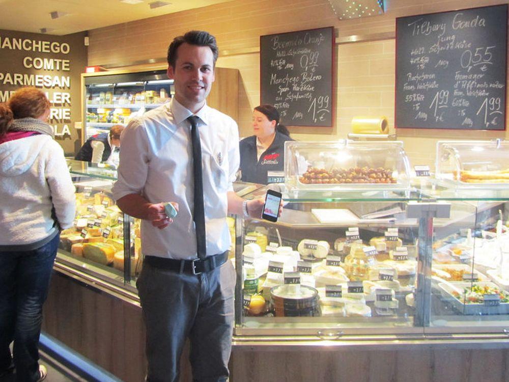 Maximilian Sütterlin setzt im neuen Supermarkt auf iBeacon und Smartphone-App (Foto: Online Software AG)