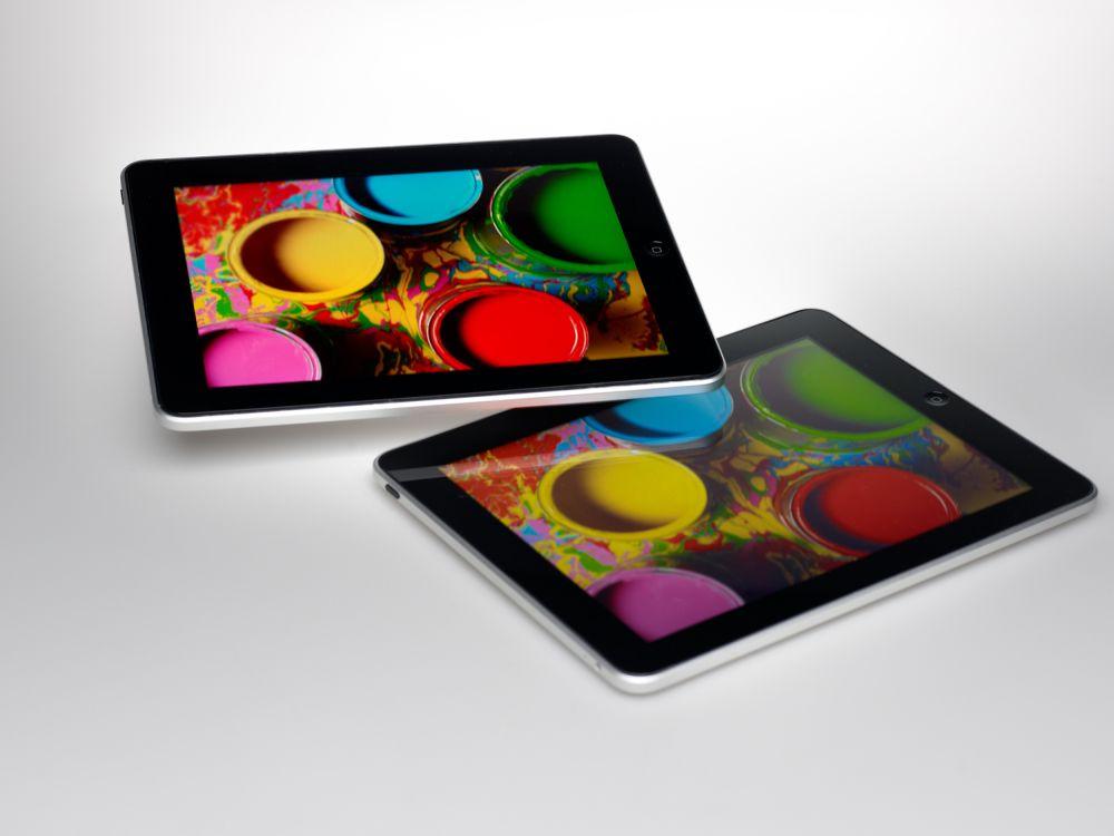 QD-Fertiger Nanosys trommelt für seine Technologie - iPads mit (oben links) und ohne QD (unten rechts) (Foto: Nanosys)