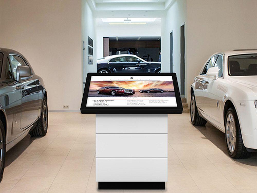 Werkbanks neuer Touchtisch in einem Autohaus (Foto: Werkbank)