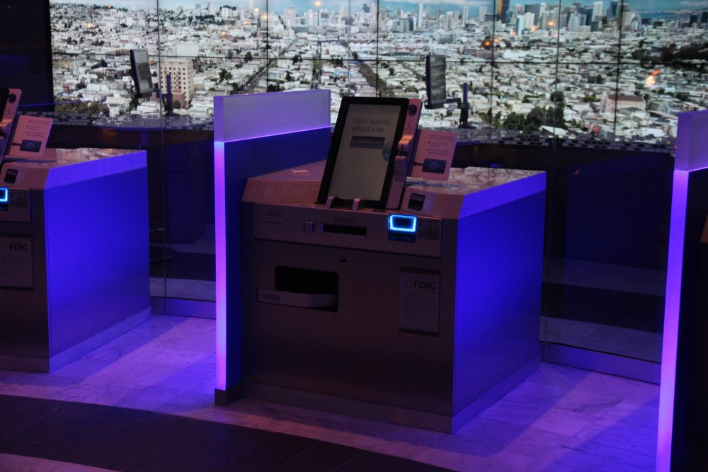 Self-Service Terminal - Chase Bank Flagship Store am Union Square in San Francisco
