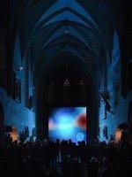 Kartäuserkirche als Schauplatz für Kunst mit LED und Licht: Installation von Jakob Kupfer (Foto: Screen Visions)