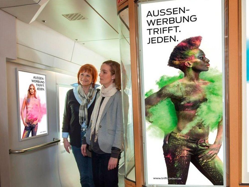 Marken fahren via Werbung im ganzen ICE mit (Foto: Ströer DERG Medien)