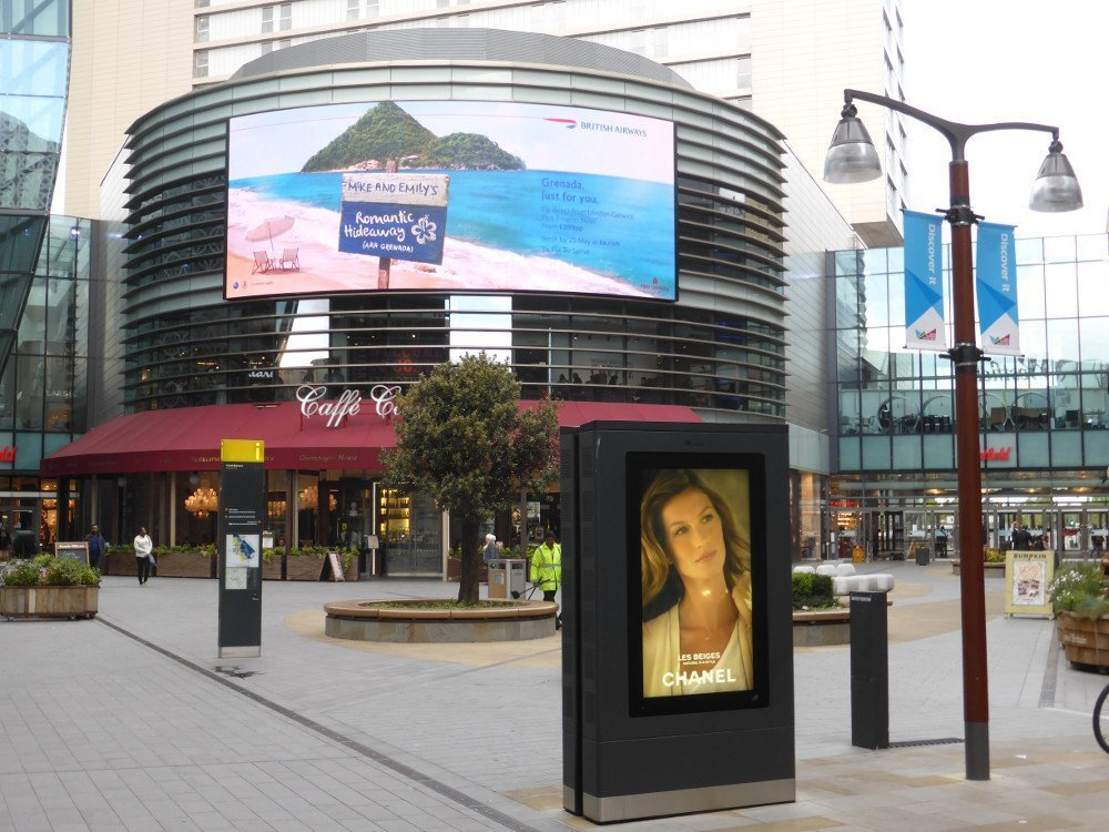 London Westfield Stratford Mall - Exterion totem