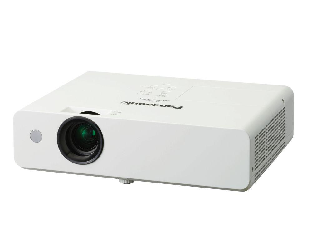 Panasonics Projektor PT LB360 gehört zur neuen Serie des Herstellers (Foto: Panasonic)