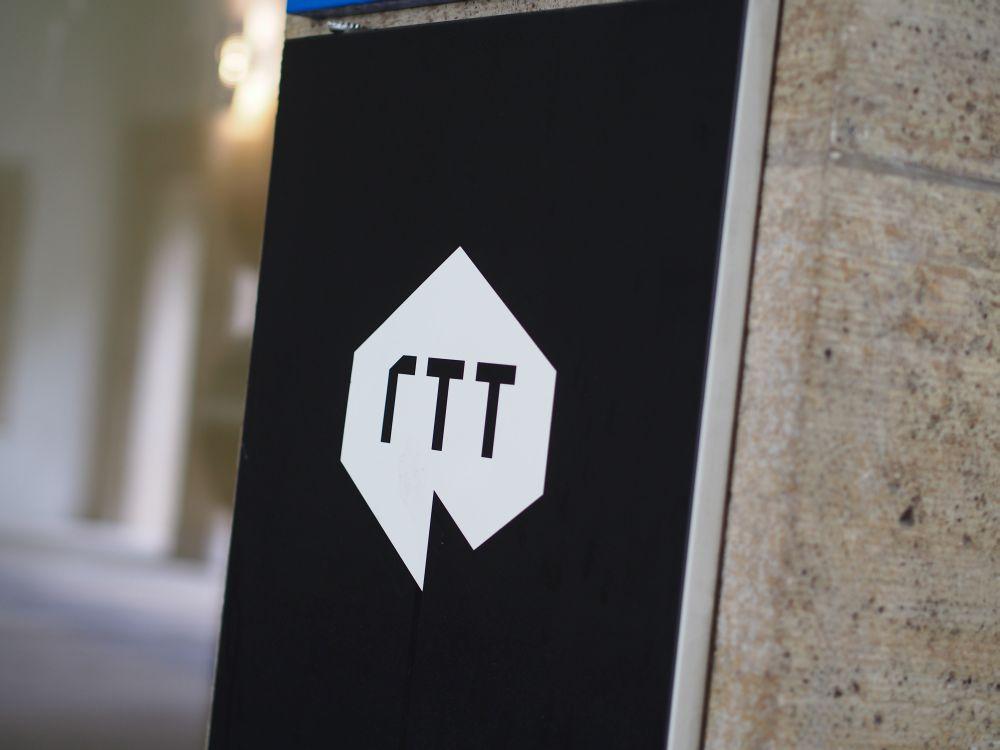 Bald werden neue Schilder fällig: Eingang zur RTT-Zentrale in München (Foto: TK/ invidis.de)