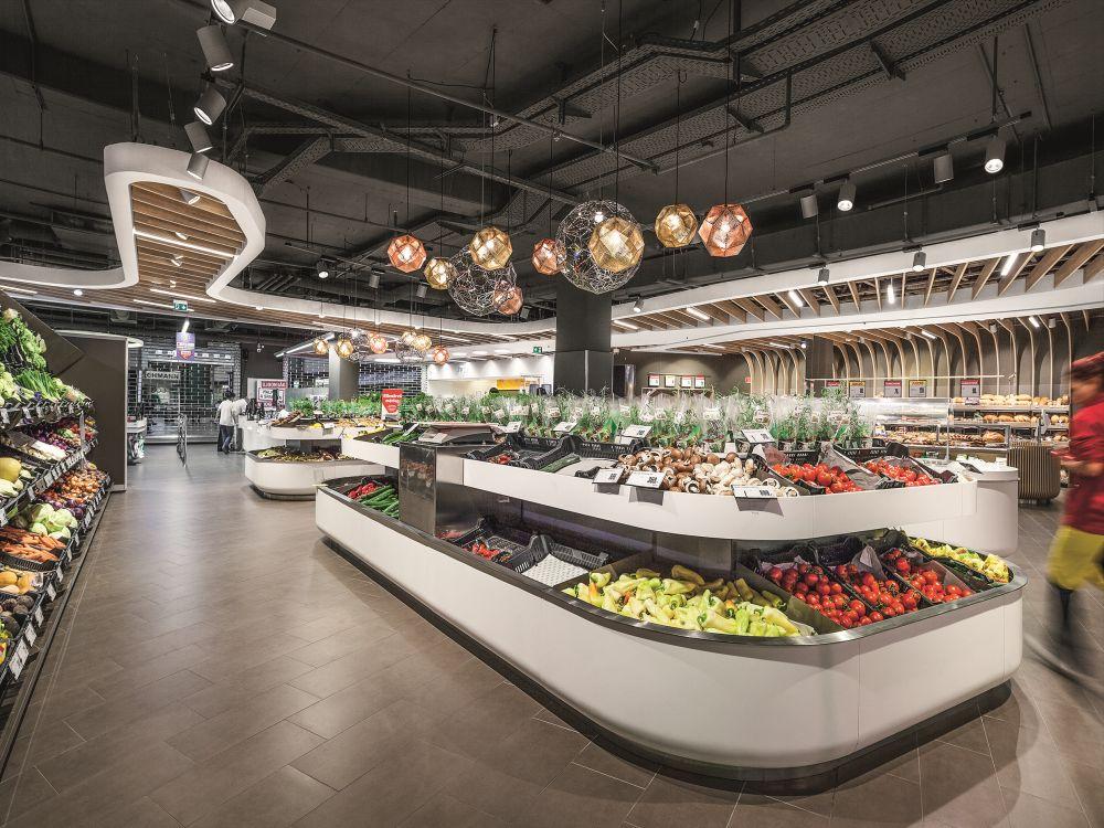 Neuer Spar-Flagshipstore in Budapest: LED Lighting sorgt für passende Einkaufsstimmung (Foto: Zumtobel)