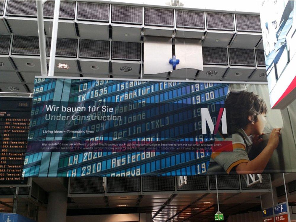 Flughafen München - Abflugtafel im Zentralbereich