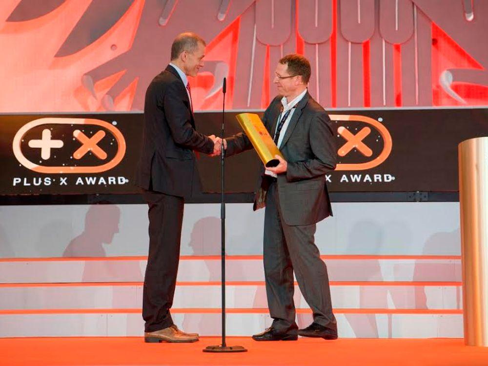 """Auszeichnung als """"Most Innovative Brand of the Year 2014"""" im Plenarsaal des ehemaligen Deutschen Bundestages in Bonn (Foto: LG)"""