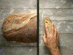 Das Ergebnis auf dem Screen: geteiltes Brot (Foto: IMA)