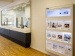 Neue Aargauer Bank: Stretch-Screen (Foto: John Lay Solutions)