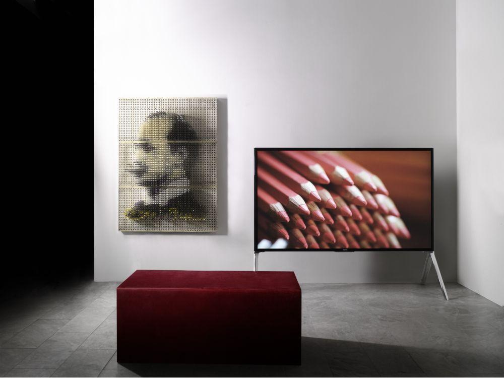 Auf UHD TVs wie dem X9 zeigt FIFA- und WM-Sponsor Sony am PoS Ausschnitte der Fußball-WM (Foto: Sony)