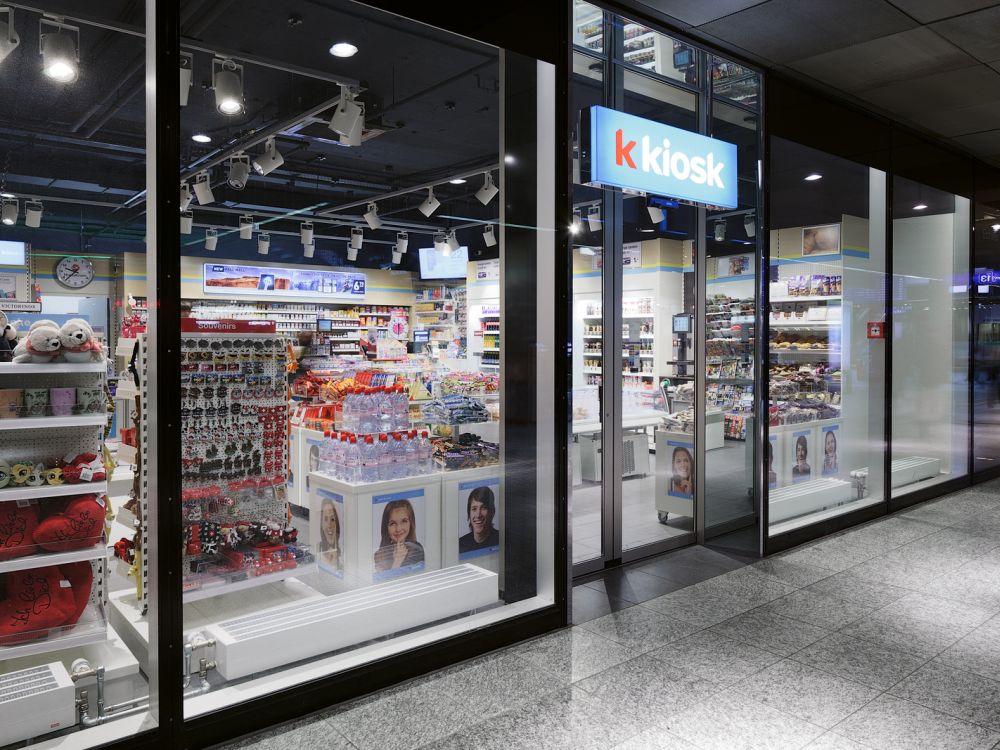 """Valora am Hauptbahnhof in Bern: """"k kiosk"""" von außen (Foto: Valora Group)"""