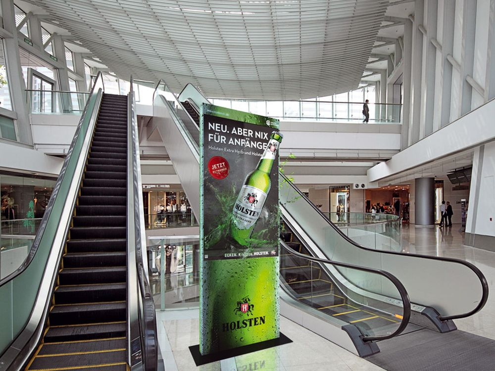 """...knallt am dollsten"": 3D 65""-Screen im Shopping Center (Foto: More Ambient)"