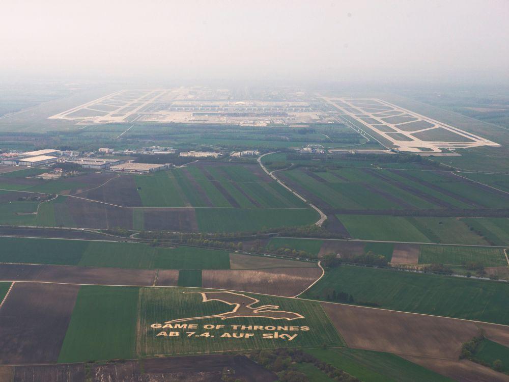 Airport Media Award Mai 2014: Game of Thrones-Drache am Flughafen München (Foto: Initiative Airport Media)
