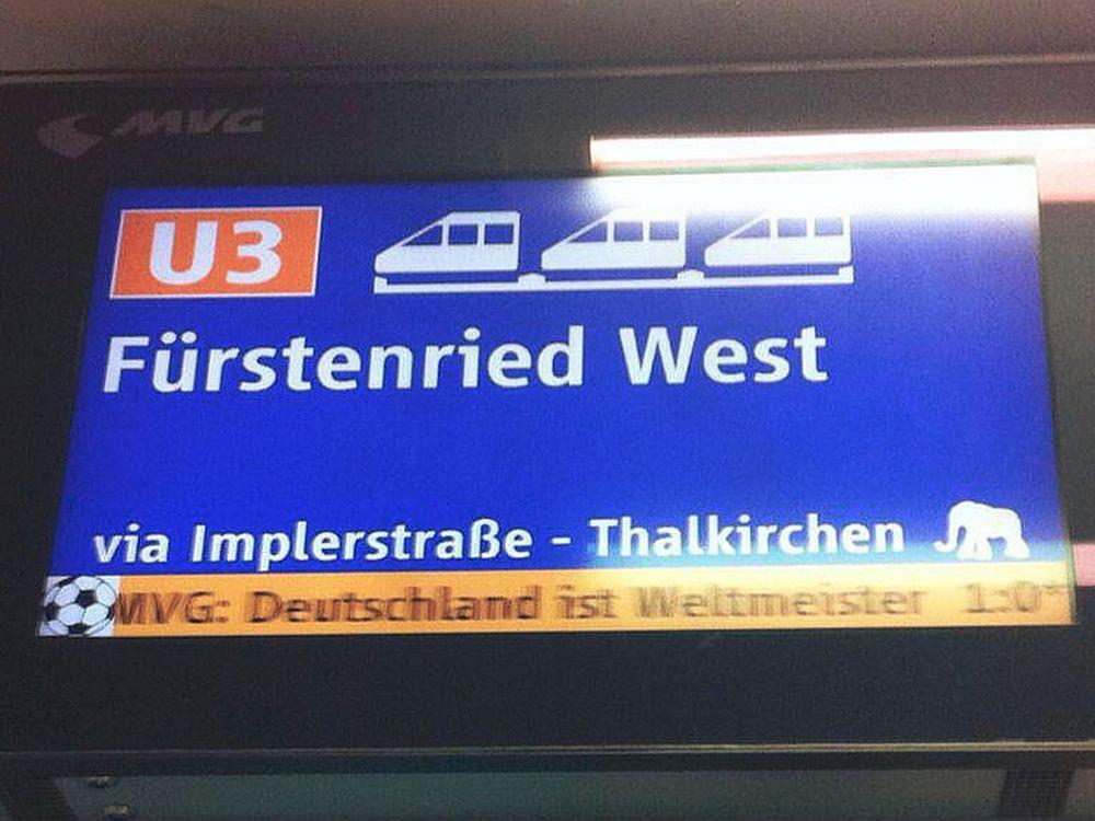 Aktuelles Medium beim Großereignis: Anzeige in der Münchner U-Bahn nach dem Titelgewinn bei der WM 2014 (Foto: invidis.de)