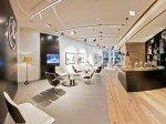 Loungebereich des weltweit ersten Citystores (Foto: Daimler AG)