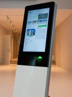 Das eingesetzte NCR-Kiosk SelfServ 85 Slimline (Foto: NCR)