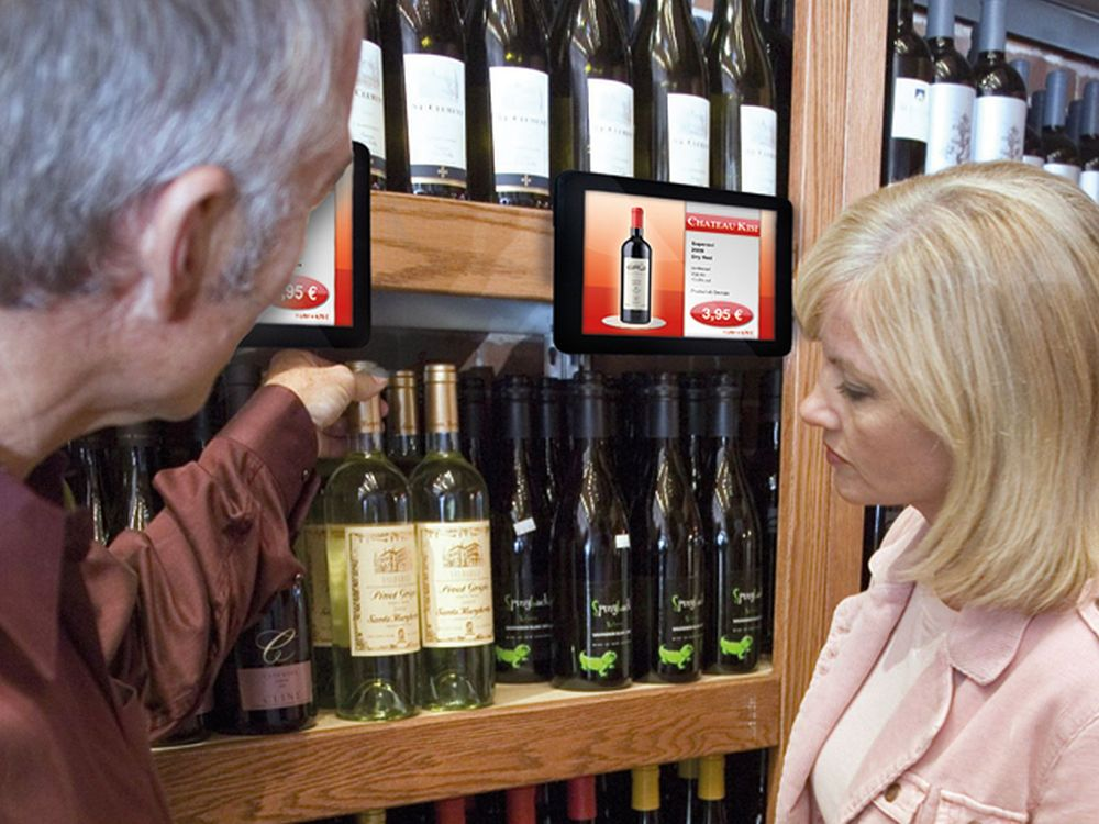 Small Signage am Weinregal: Storesign-Display (Foto: Light Alliance Europe)