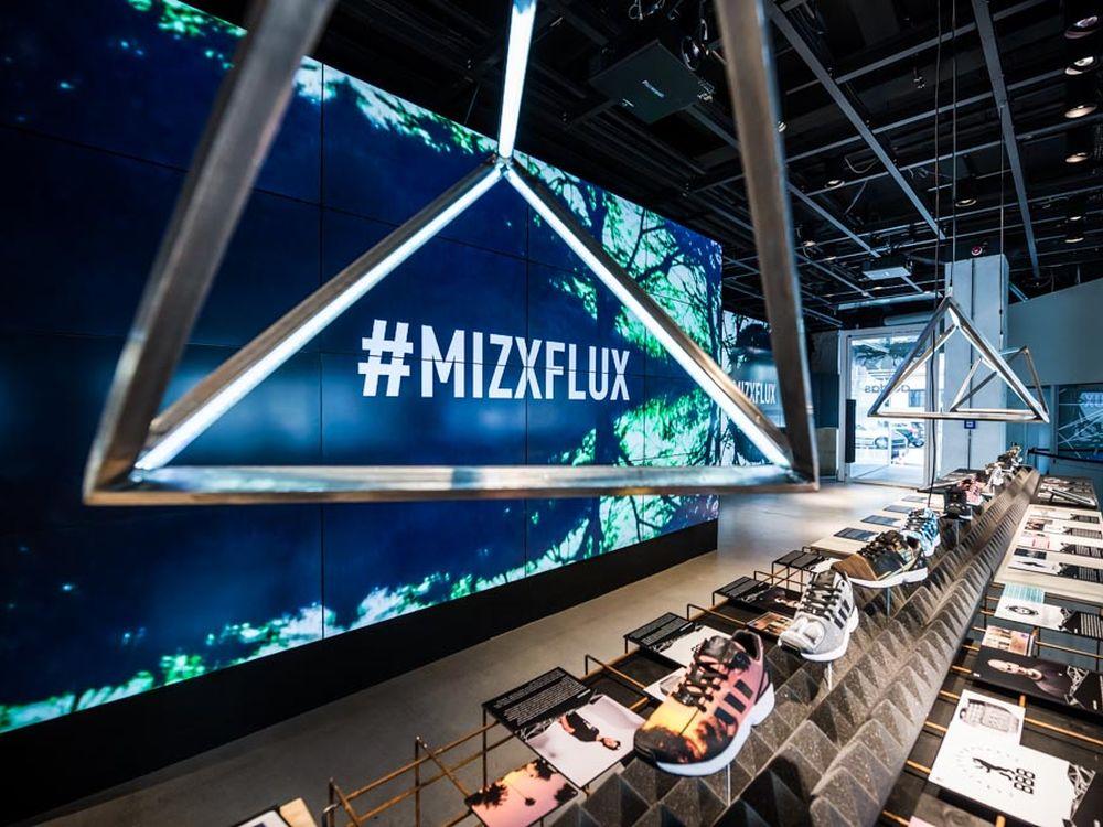 Video Wall aus 16 LFDs von Sharp beim #MIZXFLUX-Launch im Juli 2014 in Berlin (Foto: Adidas)