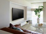 Curved-Modell S90: Montage an Wohnzimmerwand (Foto: Sony)