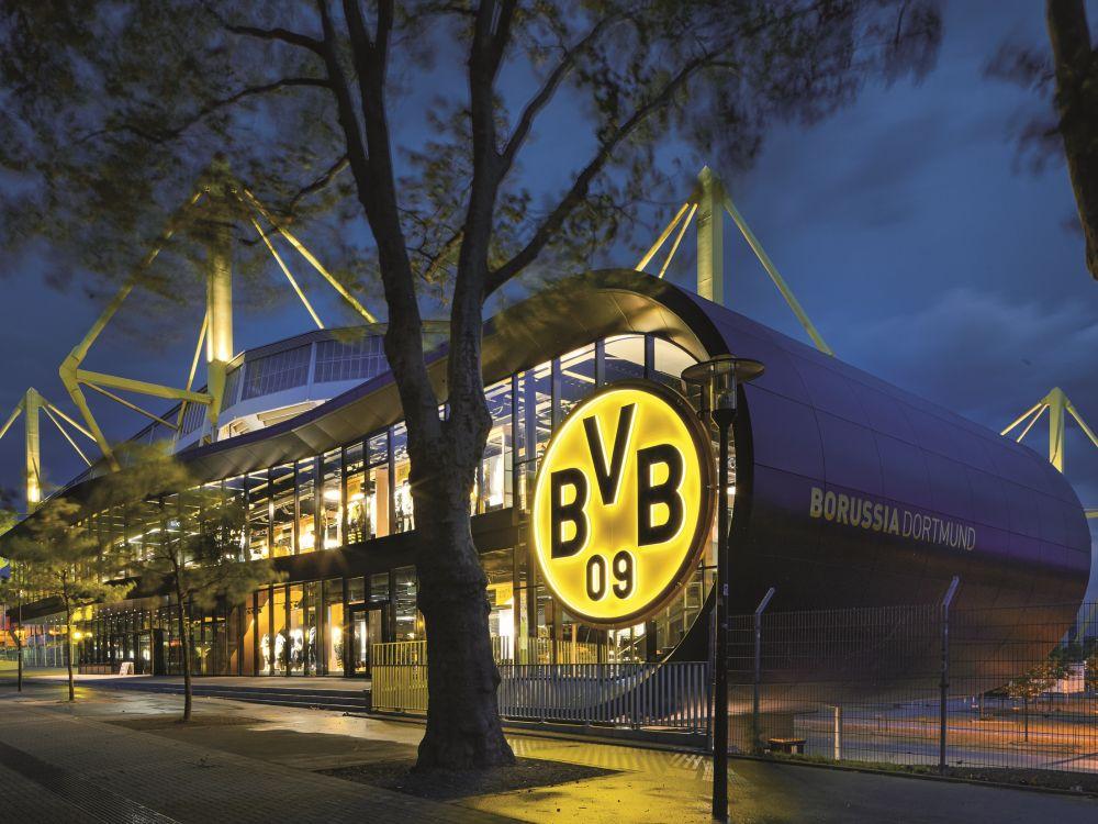 2 Stockwerke, 2.000 m² - neuer BVB-Fanshop in Dortmund (Foto: Zumtobel)