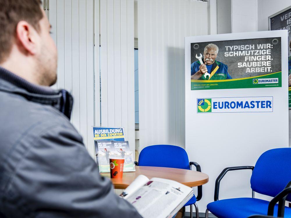 Euromaster-Stele in einer Filiale: Content-Schleifen über 10 Minuten (Foto: MusicMatic)