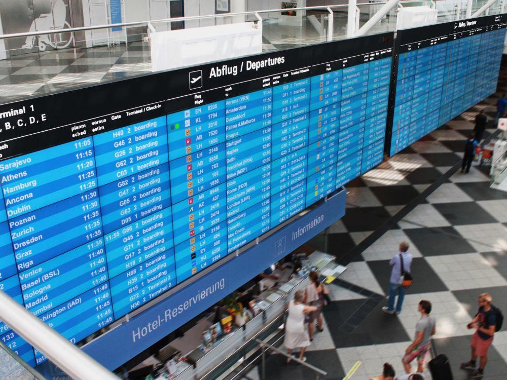 Inonet installierte sie nachts in 2 Wochen: FIDS Video Wall am Airport München (Foto: Inonet)