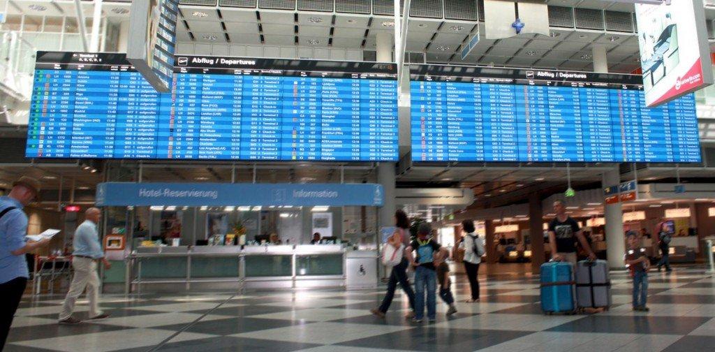 Breitwand aus 72 Displays: neue FIDS Video Wall am Airport München (Foto: Inonet)