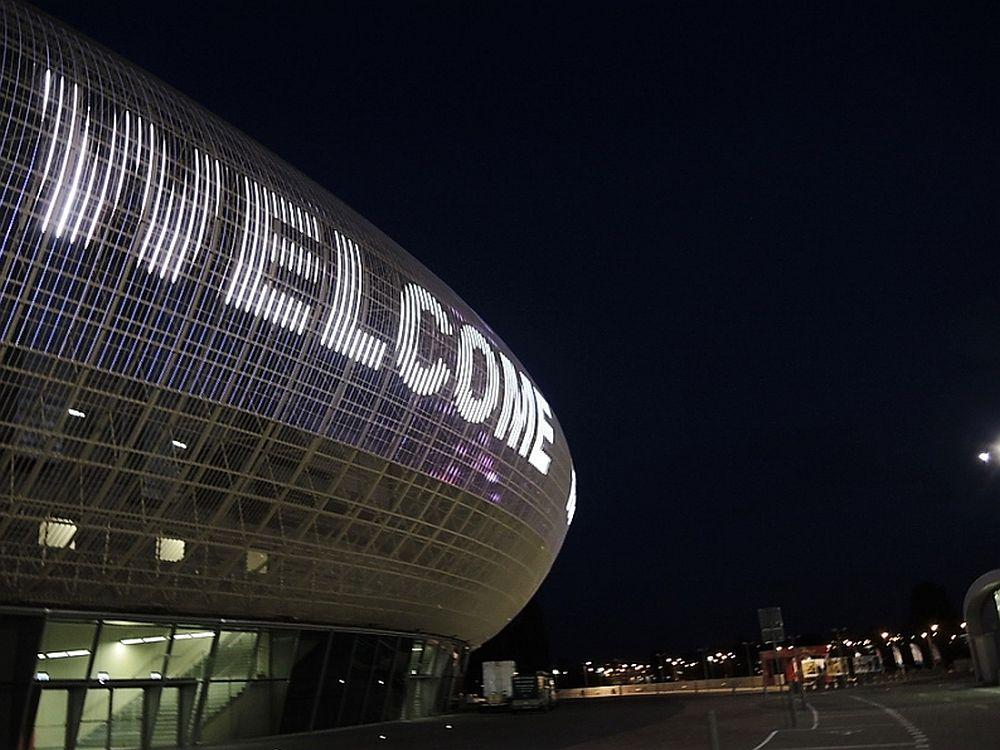 Krakau Arena: die spektkuläre Medienfassade bei Nacht (Foto: Colosseo EAS)
