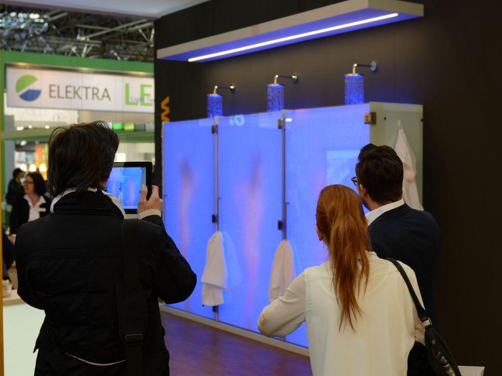 LED-Dusche von Weimann auf der EuroShop 2014 (Foto: Ladenbau Johann Weimann)