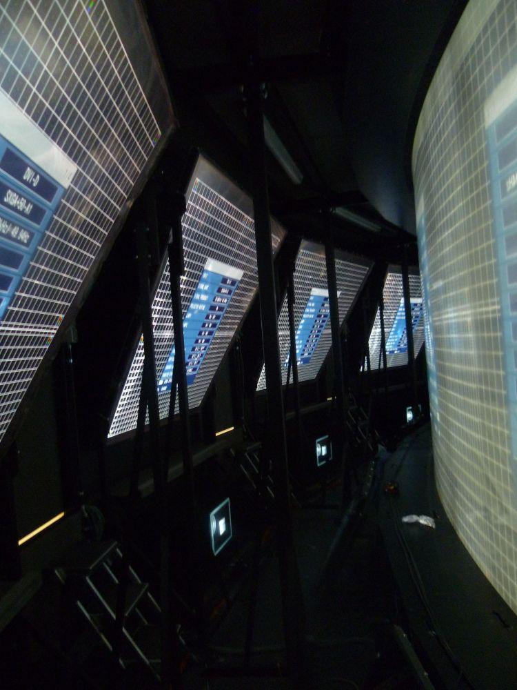 Begehbar und gekühlt: Projektoren hinter der Medienwand der Tagesschau (Foto: Lang AG)