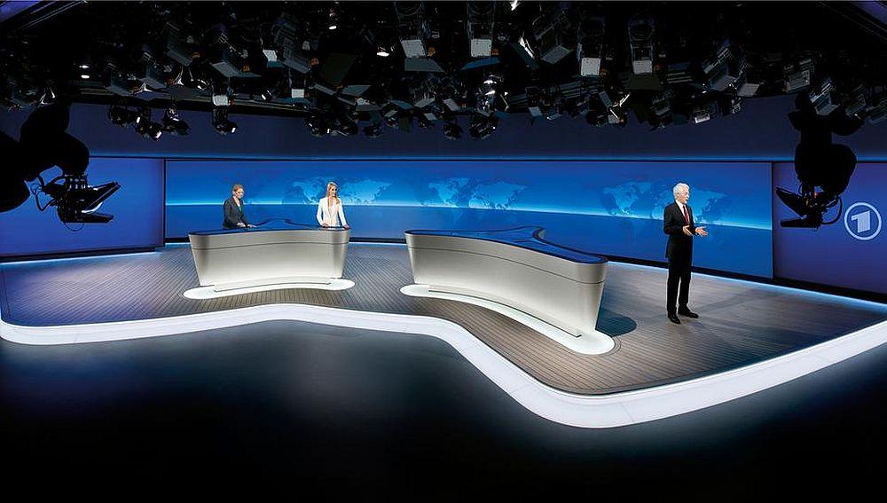 40m² Medienfläche - Neues NDR-Studio mit Tagesschau-Mannschaft (Foto: Lang AG)