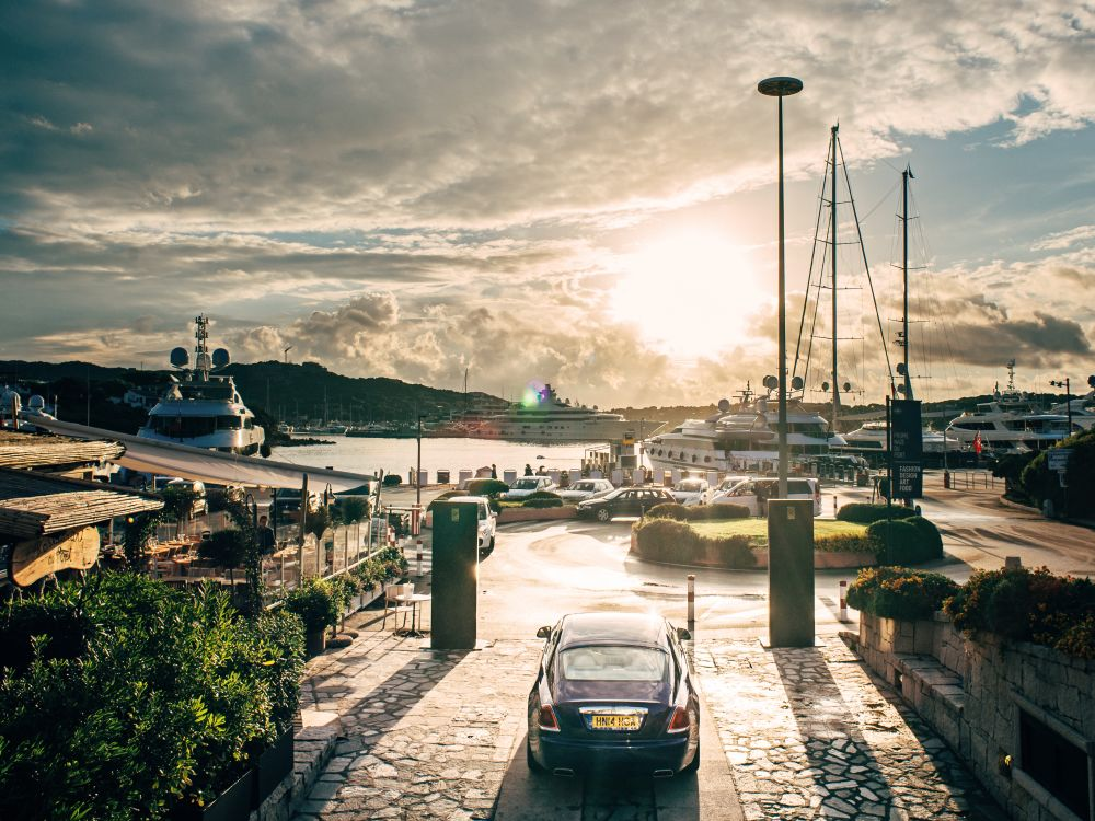 Stünden hier Displays, sollte es schon High Brightness sein: Rolls Royce Summer Studio in Porto Cervo (Foto: Rolls Royce)