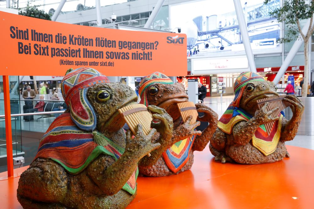 Flötentöne - Sixt -Kampagne am Airport Düsseldorf  (Foto: Initiative Airport Media)