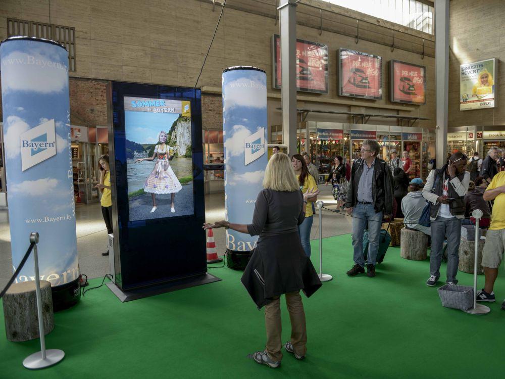 Sommerkampagne für Bayern Tourismus am HBF München (Foto: Infoscreen)