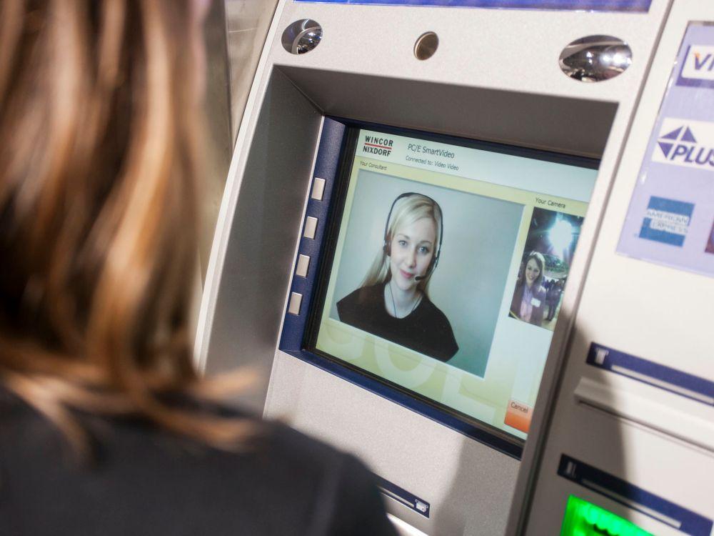 Videoberatung am Bankterminal (Foto: Wincor Nixdorf)