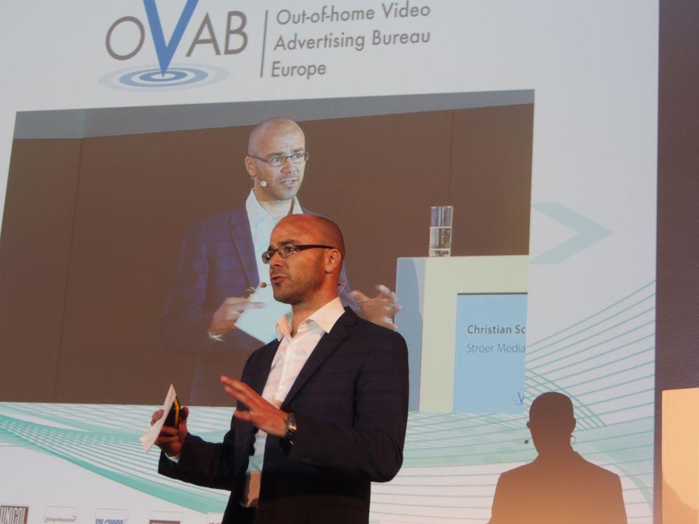 Christian Schmalzl bei der Keynote auf der 8. OVAB Conference