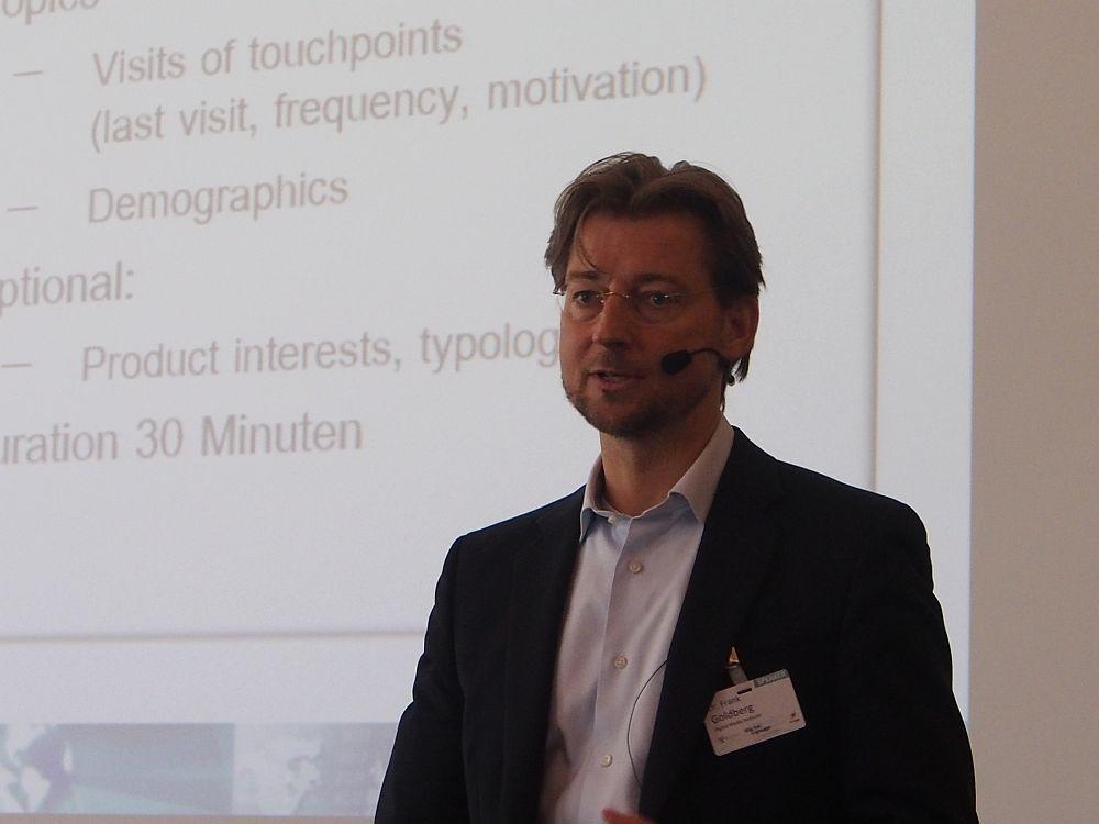 Bruttoreichweite kann sich absolut sehen lassen - Dr. Frank Goldberg (Digital Media Institute) stellt DooH-Studie vor (Foto: invidis.de)