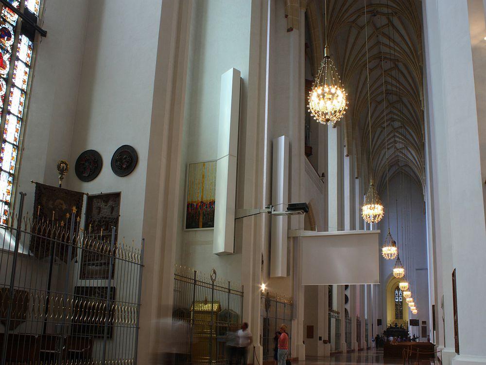 Frauenkirche in München: Gang mit Projektionswand (Foto: Panasonic)