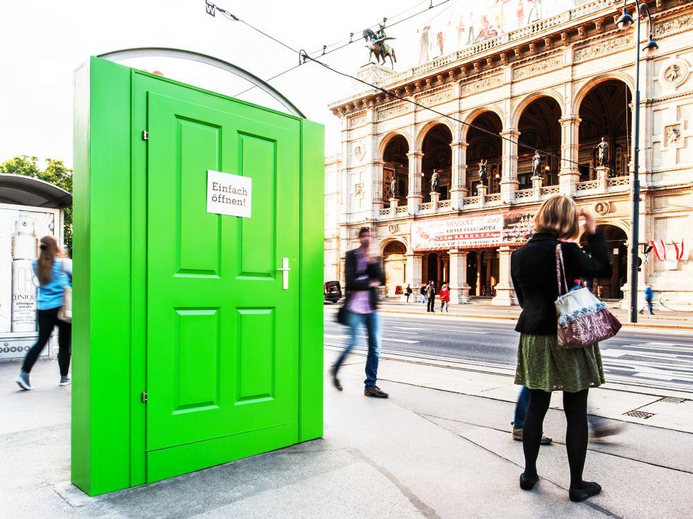 """Appell: noch verschlossene """"Open Door"""" in Wien (Foto: Gewista)"""